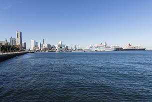 冬晴れの横浜港の写真素材 [FYI01160526]