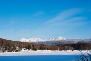 早春の雪山と青空 大雪山の写真素材 [FYI01160597]