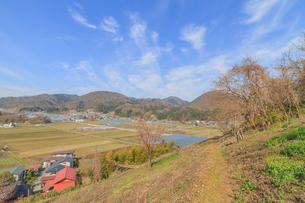 春の長谷堂城跡からみた風景の写真素材 [FYI01161219]