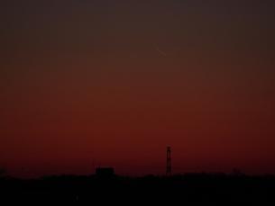 新月直前の日の出直前の細い月の写真素材 [FYI01161437]