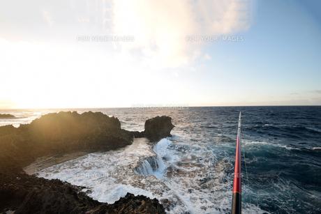 残波岬の白波の写真素材 [FYI01161454]