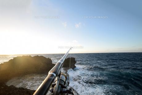 残波岬の白波の写真素材 [FYI01161455]