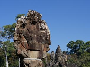 世界遺産 カンボジア アンコールトム南大門の写真素材 [FYI01161699]