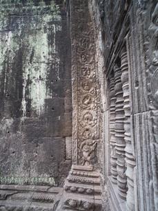 カンボジア タ・プローム遺跡 恐竜のレリーフの写真素材 [FYI01161925]