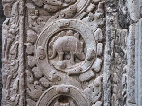 カンボジア タ・プローム遺跡 恐竜のレリーフの写真素材 [FYI01161926]