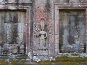カンボジア タ・プローム遺跡 女神レリーフの写真素材 [FYI01161930]