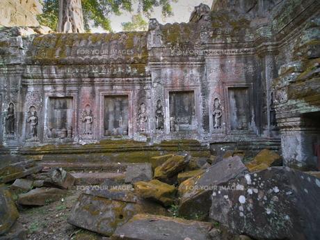 カンボジア タ・プローム遺跡 女神レリーフの写真素材 [FYI01161931]