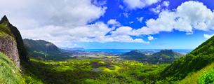 ハワイ、ヌウアヌ・パリ展望台からのパノラマの写真素材 [FYI01161981]