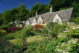 イギリス バイブリーのはちみつ色の家の写真素材 [FYI01162012]