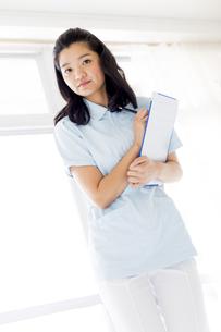 若い女性の医療従事者の写真素材 [FYI01162111]