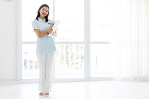 若い女性の医療従事者の写真素材 [FYI01162115]