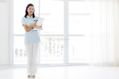若い女性の医療従事者の写真素材 [FYI01162116]