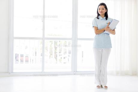 若い女性の医療従事者の写真素材 [FYI01162120]