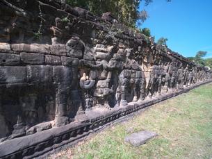カンボジア アンコール・トム 象のテラスの写真素材 [FYI01162325]