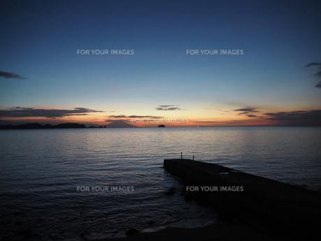 海辺の夕景の写真素材 [FYI01162343]