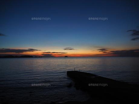 海辺の夕景の写真素材 [FYI01162344]