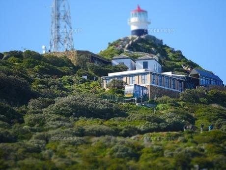 南アフリカ ケープポイントの灯台とケーブルカーの写真素材 [FYI01162706]