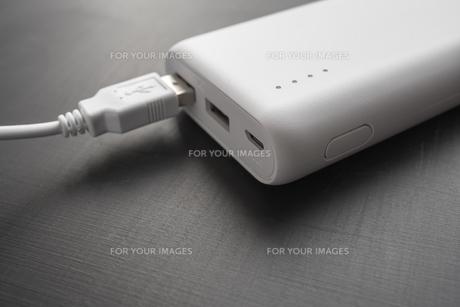 モバイルバッテリーのクローズアップの写真素材 [FYI01162826]