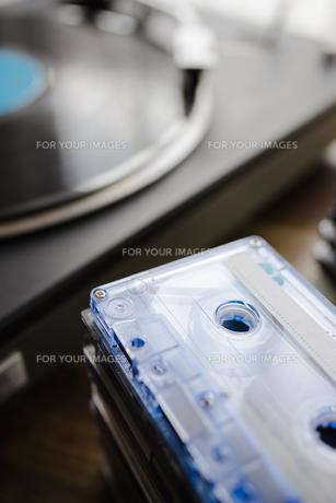 カセットテープとターンテーブルの写真素材 [FYI01162830]