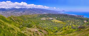ダイヤモンドヘッド火口の内部の景観(パノラマ)の写真素材 [FYI01162860]