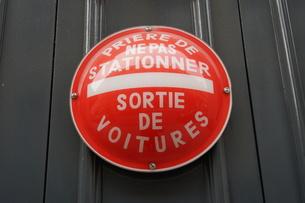 パリ市内の交通標識の写真素材 [FYI01163040]