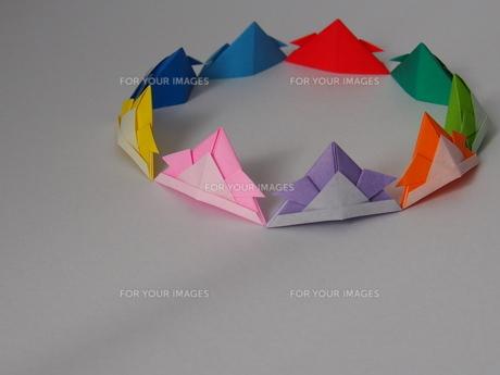 9色の折り紙で作ったカブトの写真素材 [FYI01163150]