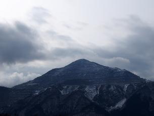 雪化粧した武甲山の写真素材 [FYI01163161]