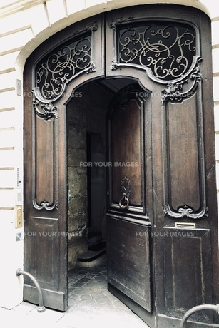 パリ 門の写真素材 [FYI01163182]