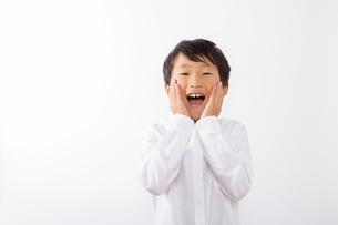 驚く少年の写真素材 [FYI01163857]