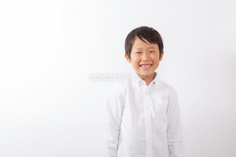 笑顔の少年の写真素材 [FYI01163869]