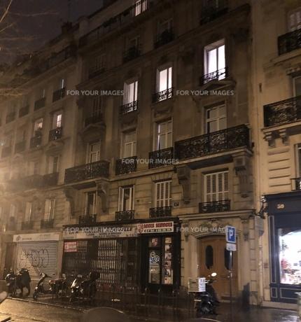 パリ アパートの写真素材 [FYI01163980]