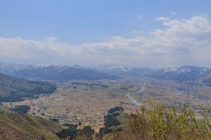 春の坂戸城跡の山頂から見た風景の写真素材 [FYI01164257]