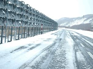 冬の道路の写真素材 [FYI01165245]