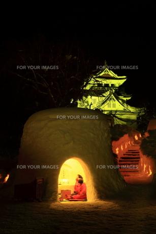 横手城とかまくらの写真素材 [FYI01165298]