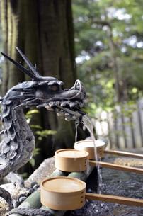 生駒山の手水舎の写真素材 [FYI01165574]