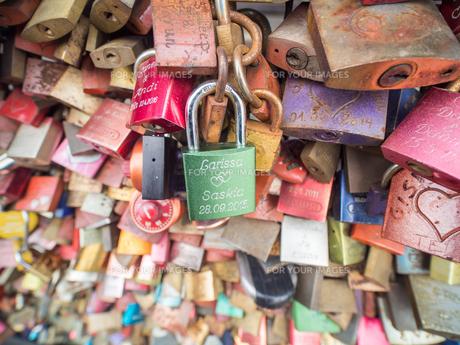 ホーエンツォレルン橋 ドイツ 鍵の写真素材 [FYI01166197]