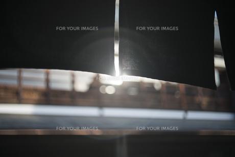 暖簾越しの光の写真素材 [FYI01166580]