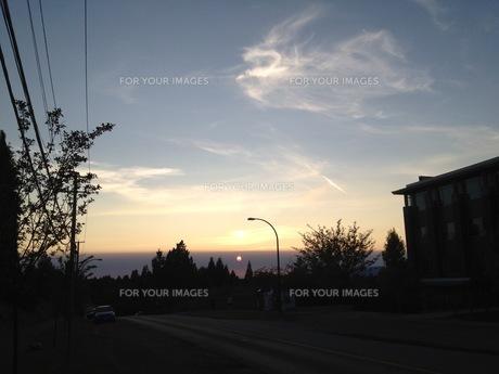 沈む夕日の写真素材 [FYI01166712]