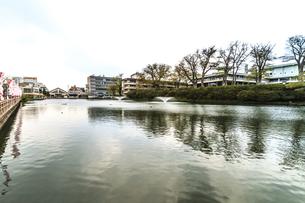 春の久保田城の穴門の堀の風景の写真素材 [FYI01166931]