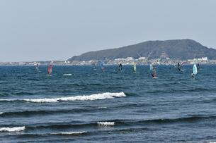館山湾のウィンドサーフィンの写真素材 [FYI01167181]