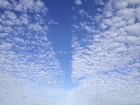 導く空 矢印風 曇 青の写真素材 [FYI01167222]