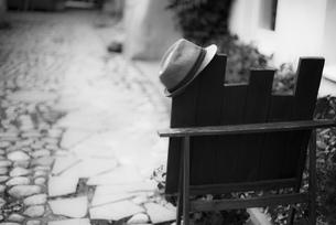 路地素材 路地 旧市街 ヴィリニュス リトアニア ヨーロッパ 欧州 東欧 バルト三国 海外写真 モノクロの写真素材 [FYI01167423]