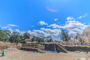 移転後の弘前城の春の天守台の風景の写真素材 [FYI01167567]
