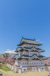 移転後の弘前城の春の天守の風景の写真素材 [FYI01167572]