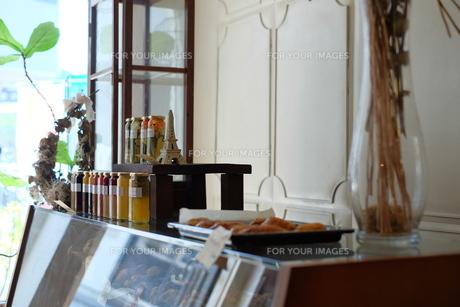 おしゃれな飲食店の店内の写真素材 [FYI01167590]