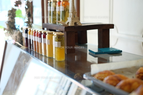 おしゃれな飲食店の店内の写真素材 [FYI01167598]