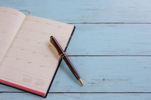 スケジュール帳とペンの写真素材 [FYI01168160]