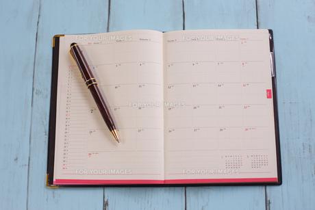 スケジュール帳とペンの写真素材 [FYI01168162]
