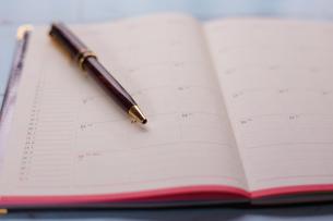 スケジュール帳とペンの写真素材 [FYI01168164]