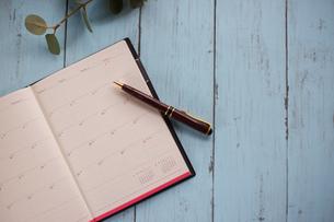 スケジュール帳とペンの写真素材 [FYI01168166]